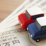 車と一万円札